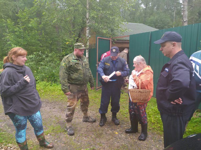 Грибники отправили спасателей в лес