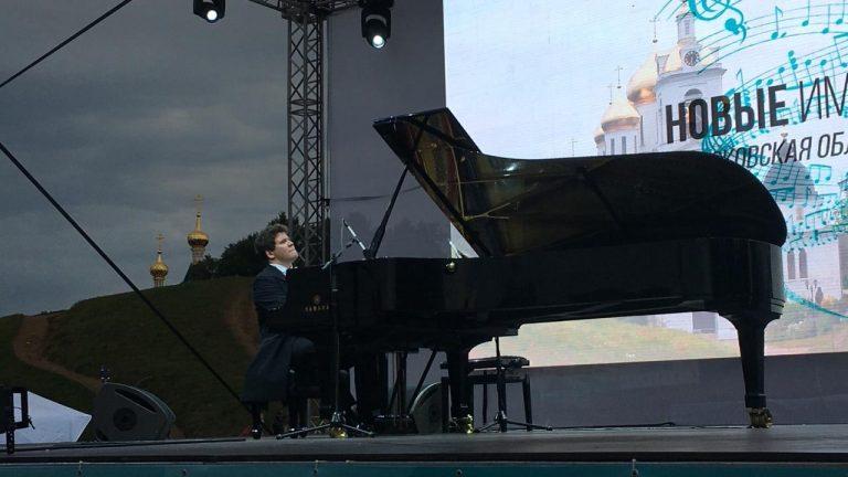 В Дмитрове проходит сольный благотворительный концерт Дениса Мацуева