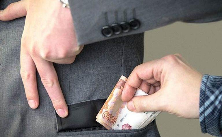 Двух чиновников внесли в реестр коррупционеров
