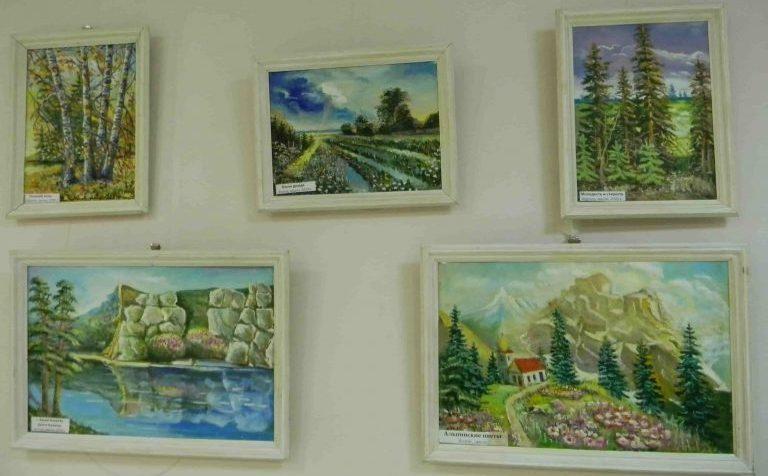 Зал им. Ю.В. Карапаева: выставки о морях, горах и временах года