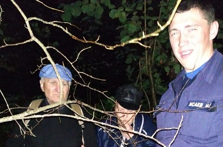 Клинские спасатели вывели из леса двух человек