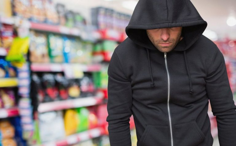 Москвич ограбил магазин в Химках