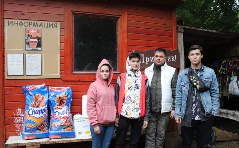 Волонтёры посетили приют для бездомных животных в Солнечногорске