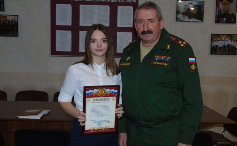 Все годны! 17-летняя школьница привела в военкомат 30 призывников