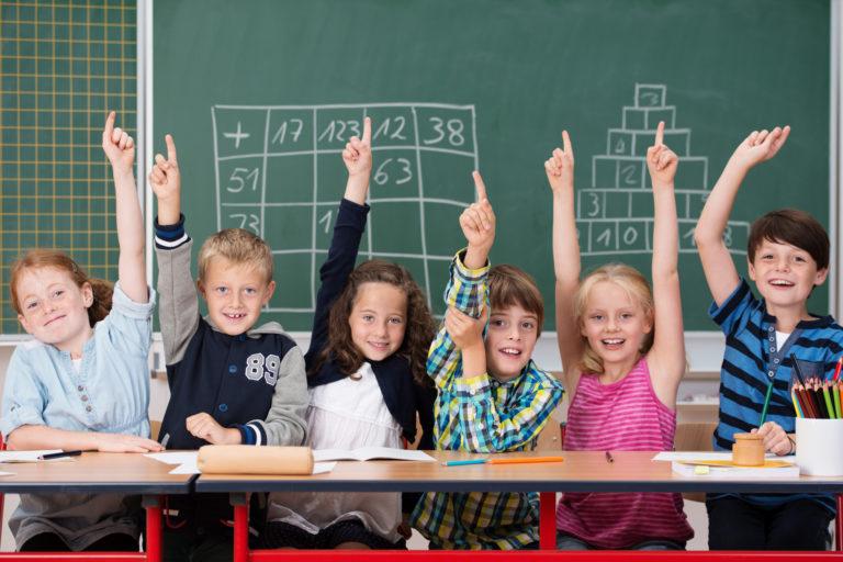 Педагог школы №1354 «Вектор» мотивирует детей на учёбу «Антидвойкой»