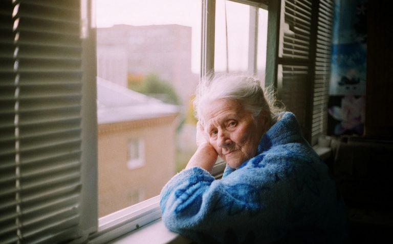 Снова дома с 11 ноября: в Подмосковье введут новые ограничения для пожилых людей