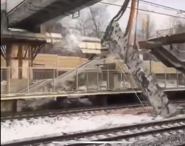 Следственный комитет начал проверку после обрушения моста на станции Новоподрезково