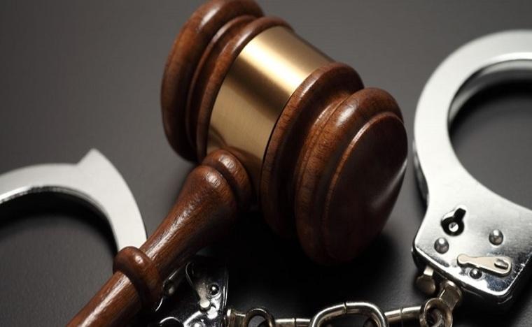 Юрист или адвокат? Чьи услуги пригодятся в суде?
