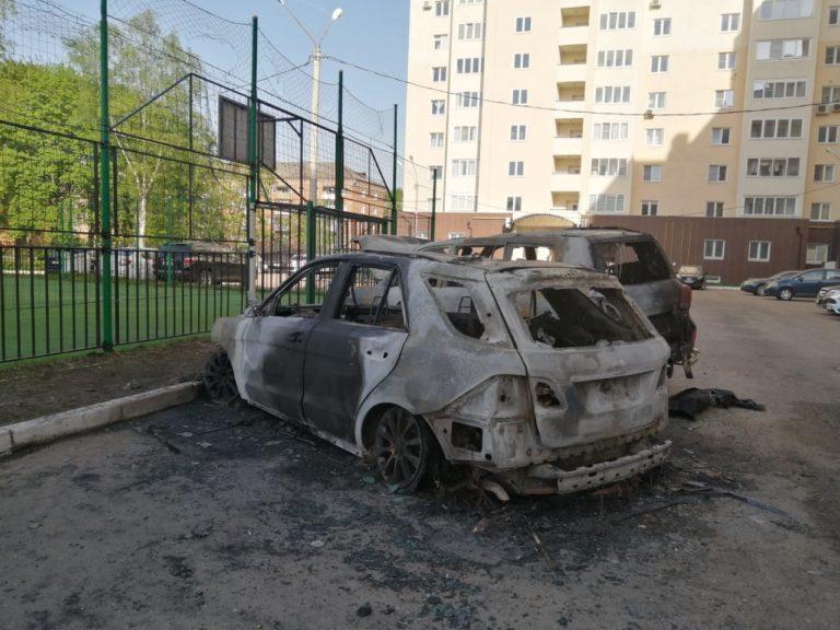 Машинам помогли сгореть