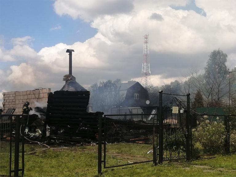 Пожар в Покрове уничтожил три дома