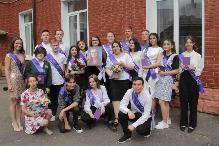 Клинские выпускники получили аттестаты