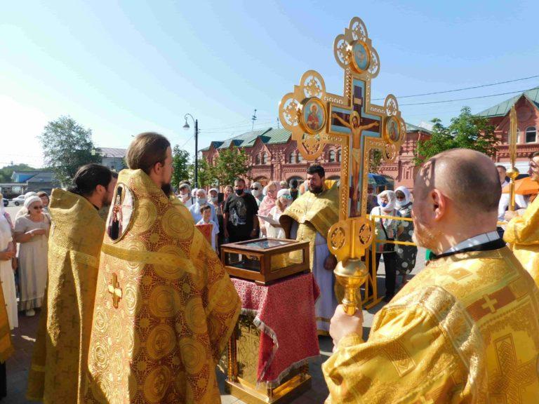 Мощи Александра Невского доставлены в Троицкий Собор
