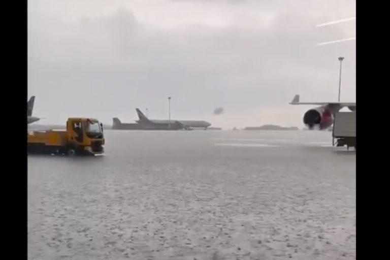 В Шереметьево ливень затопил лётное поле